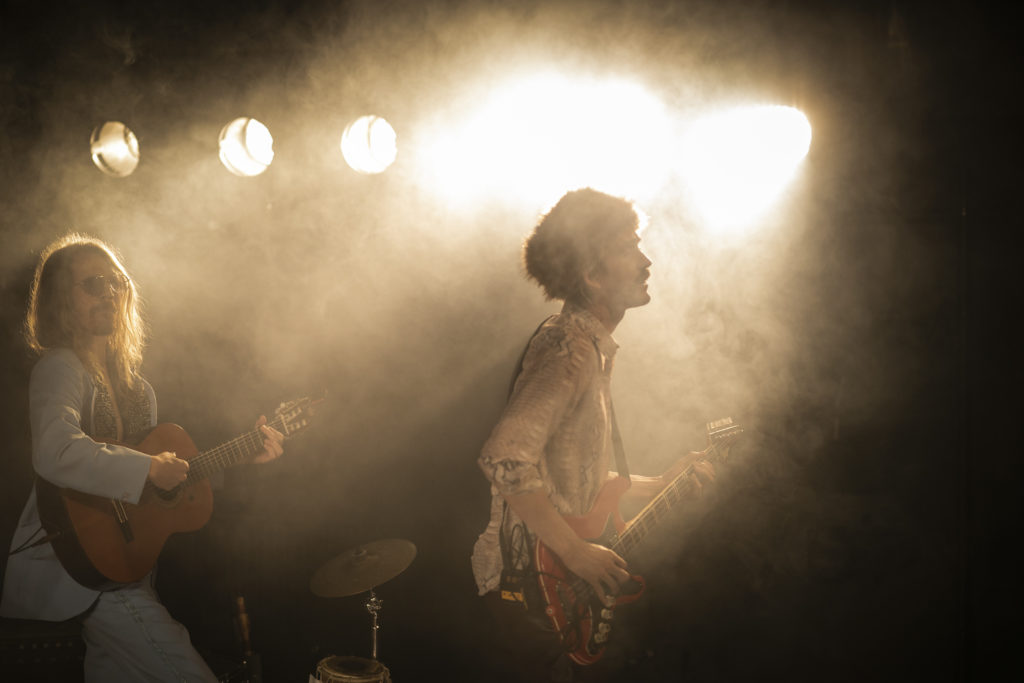 Dan Knagg och Martin Ullits Dahl spelar gitarr och bas.